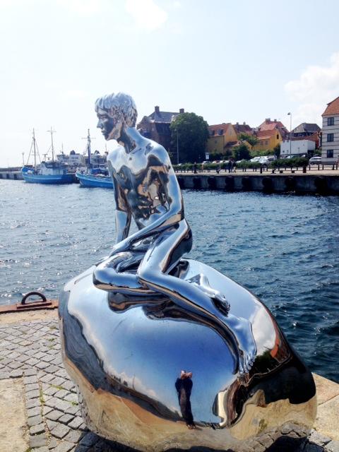 Den lille havfrue i Köpenhamn har fått en lillebror.
